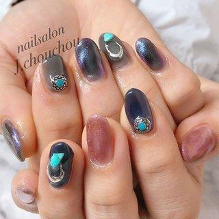 最近よく出るマグネットジェル🧲 磁石を近づけて模様を出しまーす! これぞ!THEニュアンス💕写真では伝わりにくいのですが見る角度によって色んなカラーに見えるんですよ😃 #ニュアンスネイル#マグネットジェル#ネイル #ネイルアート #ネイルデザイン #ジェルネイル #ネイルサロン #nail #nails #nailart #nailswag #nailpolish #nailsoftheday #naildesign #agehanails#naildesigns #nails2inspire #nailporn #nailartclub #네일스타그램#美甲#指甲#美爪 #姫路ネイル#プライベートネイルサロン#プチプラネイル#ネイルブック掲載 #冬 #オールシーズン #女子会 #ハンド #ニュアンス #ミディアム #ネイビー #グレー #ジェル #お客様 #J.chou-chou.NAIL #ネイルブック