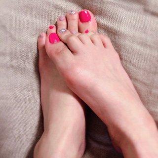 #フットネイル#ピンク#パープル#ポイントラメ #春 #夏 #デート #フット #シンプル #さわこ #ネイルブック