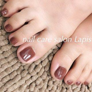 甘皮を切らない自爪育成ネイルケア®︎ 足裏角質除去付き フットネイル ポリッシュ仕上げ✨ . カラーはミルクブラウン🎵 冬でも足下を綺麗に女子力UP! . . . ※当店の自爪育成ネイルケア®とは 甘皮は切らず、甘皮と爪の間から 伸びている角質(ルースキューティクル)を 定期的に取り除き、良質なオイルを塗布することで 爪の育成を促進させます。  #nail #nails #nailart #polish #carecollar #shortnail #nailcaresalonLapis #ufv #ネイル #爪健美道 #美しい爪 #健康な爪 #マニキュア #ポリッシュ #『爪健美道®︎』#テラヘルツ波 #オフィスネイル #自爪育成ネイルケア®︎協会 #自爪育成ネイルケア®︎士 #ショートネイル #ケアカラー #海老名市河原口ネイルサロンLapis #海老名市河原口プライベートネイルサロンLapis #小田急線厚木駅徒歩7分 #JR相模線厚木駅徒歩7分 #魔法の靴下 #エアライズ取り扱いサロン #lipaddict取り扱いサロン #ufv正規取扱店 #整形リップ #オールシーズン #フット #シンプル #ワンカラー #ショート #ブラウン #マニキュア #お客様 #mina37lapis #ネイルブック