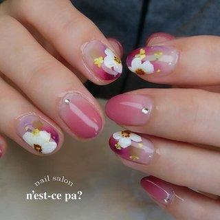 うるつやに手描きのほっこりフラワーがお気に入り♥️ #maogel603 メインに使用しました😊  ご予約、お問い合わせはLINE🆔→nsp0521  ネイルブックからもご予約頂けます。プロフィールをご覧下さい😊  #nail #nails #naildesign #nailsalon #jelnail #japan #instanail #fashion #nailart #winternails #springnails #ネイル #ネイリスト #ネイルデザイン #ネイルサロン #ジェルネイル #冬ネイル #春ネイル #ネセパネイル #さいたま市ネイルサロン #東浦和ネイルサロン #maogel導入サロン埼玉 #マオジェル導入サロン埼玉 #さいたま市ネイルスクール #セルフネイル向けスクール #春 #ハンド #グラデーション #フラワー #ショート #ホワイト #ピンク #ボルドー #ジェル #お客様 #ネセパネイル salon&school #ネイルブック