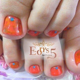 お客様のnailをご紹介💅  オレンジを基調にしたタイダイ柄のデザインはアジアンテイストで素敵です💛 #フットネイル #タイダイ柄 #アジアンデザイン #サファイアストーンが綺麗なネイル❣️ #オールシーズン #海 #リゾート #浴衣 #フット #タイダイ #ショート #オレンジ #ブルー #ジェル #お客様 #e_5_n_p #ネイルブック