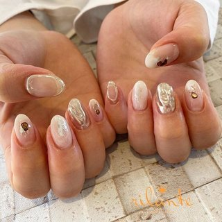 𓆸 . . 𓊿⌇white × silver ❥ free design . . .  nails by Rina 𓍢𓏲 ﹉﹉﹉﹉﹉﹉﹉﹉﹉﹉﹉﹉﹉﹉ free design ¥9000 +tax ( 90分アート パーツのせ放題 ) selection design ¥6500 +tax ( 50種類の決まったアートから選択 ) ﹉﹉﹉﹉﹉﹉﹉﹉﹉﹉﹉﹉﹉﹉ ご予約はDM . LINEからもお気軽にどうぞ ✉︎ ❤︎ nail salon rilante ☎︎0766-53-5758 LINE : @vzk7732x 高岡市佐野1169 open平日9:30-19:00(L.O) 土日祝9:00-18:00(L.O) close 月曜.第3日曜日 . #nail #nails #nailart #naildesign #nailist #art #instanails #fashion #네일 #美甲 #ネイル #ネイルアート #ネイルデザイン #ジェル #ジェルネイル #お洒落さんと繋がりたい #ファッション #高岡ネイルサロン #高岡ネイル #富山ネイルサロン #富山美容室 #高岡市美容室 #ネイルデザイン #トレンドネイル #冬ネイル #オフィスネイル #ニュアンスネイル #個性派ネイル #ちぐはぐネイル #ミラーネイル #シルバーネイル #オールシーズン #ニュアンス #ホワイト #ジェル #お客様 #nail salon rilante #ネイルブック