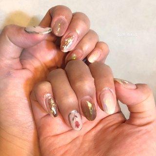 𓂅 flower nuance . 春を感じるお花のニュアンス💐 . . . 90分フリーアート 7,980円  #sharesalonlib #niigata #tsubame #gelnail #nail #nails #nailart #nailsalon #handpainted #unghiegel #onicotecnica #manicurist #маникюрша #新潟ネイルサロン #新潟 #燕市 #ネイリスト #ネイル好きな人と繋がりたい #写真好きな人と繋がりたい #手描きアート#ネイルアート #アート #ジェルネイル #春ネイル #ニュアンスネイル #フラワーアート #春 #オールシーズン #ハンド #ニュアンス #ミディアム #ボルドー #ブラウン #シルバー #ジェル #お客様 #yukari okonogi #ネイルブック