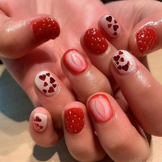 ホワイトデーネイル#ハートネイル#nails #春 #デート #女子会 #ハンド #ハート #フルーツ #ミディアム #レッド #ジェル #お客様 #ネイルスペースR #ネイルブック