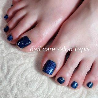 甘皮を切らない自爪育成ネイルケア®︎ フットネイル ポリッシュ仕上げ✨ . 2色のブルー♪ 冬でも足下を綺麗に女子力UP! . . . ※当店の自爪育成ネイルケア®とは 甘皮は切らず、甘皮と爪の間から 伸びている角質(ルースキューティクル)を 定期的に取り除き、良質なオイルを塗布することで 爪の育成を促進させます。  #nail #nails #nailart #polish #carecollar #shortnail #nailcaresalonLapis #ufv #ネイル #爪健美道 #美しい爪 #健康な爪 #マニキュア #ポリッシュ #『爪健美道®︎』#テラヘルツ波 #オフィスネイル #自爪育成ネイルケア®︎協会 #自爪育成ネイルケア®︎士 #ショートネイル #ケアカラー #海老名市河原口ネイルサロンLapis #海老名市河原口プライベートネイルサロンLapis #小田急線厚木駅徒歩7分 #JR相模線厚木駅徒歩7分 #魔法の靴下 #エアライズ取り扱いサロン #lipaddict取り扱いサロン #ufv正規取扱店 #整形リップ #オールシーズン #旅行 #リゾート #デート #フット #シンプル #ラメ #ワンカラー #ショート #ネイビー #マニキュア #お客様 #mina37lapis #ネイルブック