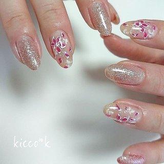 軽やかでラフな(*´︶`*)❀ #春ネイル #フラワーネイル  ふんわりな中に ピンクが効いて 可愛すぎずな仕上がり💓  #nail #nails #nailsalon #instanails #nailswag #nailstagram #nailart #naildesign #gelnails #manicurist #ネイル #ネイルデザイン #大人ネイル #ジェルネイル #ネイルサロン #八潮市 #八潮ネイル #八潮ネイルサロン #足立区ネイルサロン #北千住ネイルサロン #三郷ネイル #草加ネイル #自宅サロン #kicco_k #春 #オールシーズン #入学式 #デート #ハンド #ラメ #フラワー #ミディアム #ホワイト #ピンク #シルバー #ジェル #お客様 #kicco_k.nail #ネイルブック
