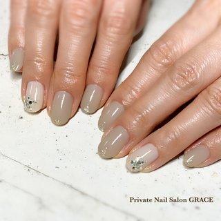 #ハンド #シンプル #ワンカラー #ビジュー #星 #ショート #グレージュ #ジェル #private nail salon GRACE #ネイルブック