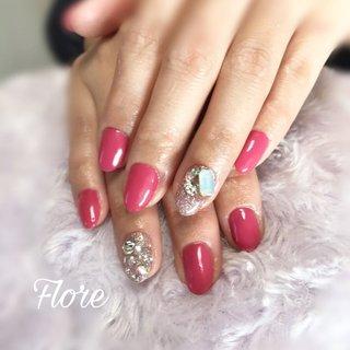 #pinknails 可愛さ満開🌸🌸🌸 #ビジューネイル  #春ネイル #ネイルブック #春 #旅行 #パーティー #女子会 #ハンド #ワンカラー #ビジュー #ミディアム #ピンク #レッド #ジェル #お客様 #Haru #ネイルブック