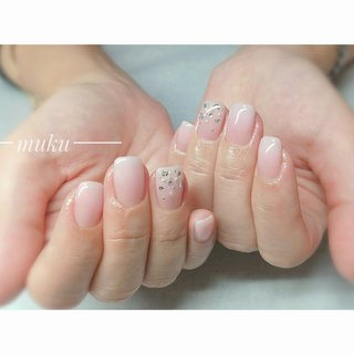 日常からパーティーごとまで幅広く使える✨  #ホワイトグラデーションネイル    ---------------------  グレー ベージュ スモーキーカラー 得意です♪  お爪に優しいパラジェル使用。  サロン初心者の方でも安心✨ お肌に合うカラーをご希望に合わせてブレンド致します。  お気軽にご相談ください!  #春ネイル #muku #mukunail #ebisu #オフィスネイル #上品ネイル #大人ネイル #大人上品ネイル #大人の指先 #美爪 #パラジェル #オーダーメイドネイル #シンプルネイル #ネイルケア #恵比寿プライベートネイルサロン #隠れ家サロン #恵比寿 #恵比寿ネイルサロン #オールシーズン #オフィス #パーティー #ハンド #グラデーション #ショート #ホワイト #クリア #ジェル #お客様 #tomo #ネイルブック