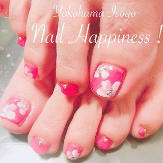 #春フットネイル#お花フット#大人可愛いフットネイル#磯子区ネイルさろ #春 #オールシーズン #リゾート #女子会 #フット #フラワー #ピンク #レッド #お客様 #Nail Happiness!(ネイルハピネス)*ささきまき #ネイルブック