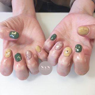 #カーキ どんなお洋服にも合うネイル💅 カーキと黄色可愛いっ❤️  お客様の雰囲気に合わせて色味やデザインを考えるの得意です!是非お任せください! また、爪が薄い方や弱い方、アセトンがしみる方は一度ご相談ください!  #鳩ヶ谷 #自宅ネイルサロン #ジェル #アセトン使わない #ネイルデザイン #女子力アップネイル #女子力アップ#ぷっくりネイル#ちゅるんネイル #プライベートネイルサロン #鳩ヶ谷ネイルサロン #鳩ヶ谷ネイル #川口ネイルサロン #爪育成 #美爪 #丁寧な施術 #お子様連れok #おしゃれネイル #nailsalonN×N #nail #可愛いネイル #一層残しフィルイン #うるつやネイル #個性派ネイル #からし色 #黄色ネイル #シェル #ラメ #オールシーズン #ハンド #シンプル #ラメ #ワンカラー #シェル #ショート #イエロー #グリーン #アースカラー #ジェル #お客様 #nail salon N×N Nao #ネイルブック
