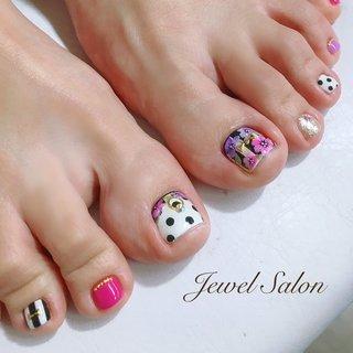 #オールシーズン #パーティー #デート #女子会 #フット #ホログラム #ワンカラー #フラワー #ストライプ #ドット #ショート #ホワイト #ピンク #カラフル #ペディキュア #お客様 #JEWEL SALON total beauty【旧jewel nail】 #ネイルブック