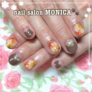 フラワーネイル😻 #フラワー #秋 #冬 #オレンジ #ブラウン #nail salon MONICA 🐾 #ネイルブック