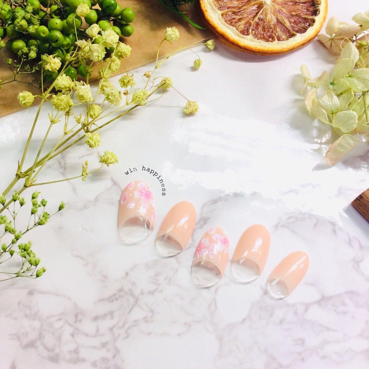透け感が大人可愛いネイルです。 心がhappyになるような春にぴったりネイルです♪ #春 #ハンド #Happiness Win #ネイルブック