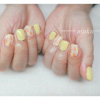 #お持ちこみデザイン アレンジ致しました♪  #イエローネイル   ---------------------  グレー ベージュ スモーキーカラー 得意です♪  お爪に優しいパラジェル使用。  サロン初心者の方でも安心✨ お肌に合うカラーをご希望に合わせてブレンド致します。  お気軽にご相談ください!  #春ネイル #muku #mukunail #ebisu #オフィスネイル #上品ネイル #大人ネイル #大人上品ネイル #大人の指先 #美爪 #パラジェル #オーダーメイドネイル #シンプルネイル #ネイルケア #恵比寿プライベートネイルサロン #隠れ家サロン #恵比寿 #恵比寿ネイルサロン #春 #ハンド #シンプル #ワンカラー #ショート #オレンジ #イエロー #ジェル #お客様 #tomo #ネイルブック
