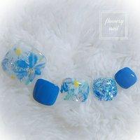 鮮やかなブルーを使ったフットネイルのご紹介になります。 最近多くなってきてブルーでハーバリウムを意識してデザインさせて頂きました。 ブルーラメとブルーシェルで爽やかで華やかさもあるので、サンダル履く季節にピッタリです。 是非ご利用下さいませ!    #新潟 #新潟市 #新潟県 #新潟ランチ #新潟カフェ #新潟女子 #新潟ネイル #新潟ネイルサロン #新潟市中央区ネイルサロン #春 #夏 #フット #ラメ #ビジュー #フラワー #ショート #ブルー #ジェル #ネイルチップ #flowerynail #ネイルブック