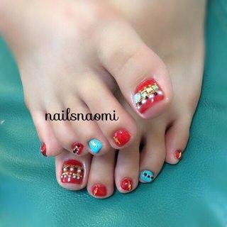 なつっぽくギラギラ😎♥️ ・ いつもありがとう☺️❤️ ・  #nail #nails #nailsnaomi #footnail #footgel #マシンケア #マシンオフ #rednails #ターコイズ #ガラスブリオン #ジャラジャラ #summernails #夏ネイル @naaatuuco #nailsnaomi_ #ネイルブック
