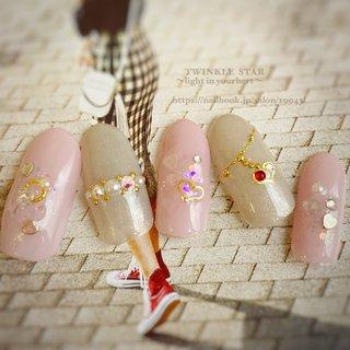 #春 #オールシーズン #卒業式 #旅行 #ハンド #ホログラム #ラメ #ワンカラー #ビジュー #ハート #ミディアム #ホワイト #ピンク #ゴールド #ジェル #ネイルチップ #Twinkle Star Akiko #ネイルブック