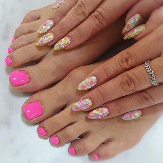 ". . ""Candy hologram × pastel neon pink"" . Hand&foot coordinate... . . #makihorita  #luxurynailvoila  #handfootnail  #nail  #nails  #naildesign  #nailstagram  #hologramnails  #sculpturenails  #fashionnails  #beauty #neonnails  #pinknails  #footnails  #nailcoordinate #koiwa  #小岩ネイル #小岩ネイルサロン #ラグジュアリーネイルヴォアラ #ホロうめつくしネイル  #キラキラネイル  #フットネイル  #スカルプネイル  #派手ネイル #ネイル  #春夏ネイル  #美甲 #네일  #네일아트 #指彩 #Nailist maki #ネイルブック"