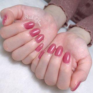 ℕ𝕖𝕨 𝕕𝕖𝕤𝕚𝕘𝕟 . . maogel . 新色の中で1番人気♡ #603ラズべニュー . . お洋服とネイルがかわゆすぎる😸 . ┈┈┈┈┈┈┈♥♥♥┈┈┈┈┈┈┈┈ 【10:00~23:30まで営業】 ・丁寧ケアで4週間以上の長持ちネイル ・爪が薄い ・溶剤を使用したくない ・爪のピンクの部分を伸ばしたい ・爪の形がコンプレックス ・美しいフォルム&ちゅるんネイルがしたい ・相談しながらデザインを決めたい ・人目を気にせずのんびり過ごしたい 当サロンへ、お任せください♡ ┈┈┈┈┈┈┈♥♥♥┈┈┈┈┈┈┈┈   #ジェルネイル #ジェルネイルデザイン#トレンドネイル #大人ネイル#ネイルデザイン#うる艶#大人可愛いネイル#上品ネイル#オフィスネイル#艶ネイル#ちゅるんネイル #フィルイン一層残し #フィルイン #深谷 #深谷ネイル #深谷ネイルグロウ #熊谷ネイル #籠原ネイル#maogel導入サロン埼玉 #maogel導入サロン深谷市 #ネイルブック掲載店#モテネイル#ナチュラルネイル#シンプルネイル#ネイルブック公式サロン#ルビケイト導入サロン埼玉県 #ピンクネイル #ラズベリー #ワンカラー #ワンカラーネイル #春 #夏 #オールシーズン #オフィス #ハンド #シンプル #ワンカラー #ピンク #ボルドー #ジェル #NAIL GLOW #ネイルブック