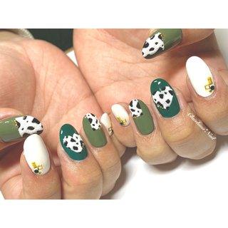 ボア×ダルメシアン♡ サンプルからデザイン選んで頂きました(o^^o) . #nails #naildesign #nailart #instanails #instagood #dalmatian #green #painting #nailstagram #art #trend #chaehwanail #ネイル#ネイルデザイン #ボアパウダー #ダルメシアン #ボア #大人可愛い #ダルメシアンネイル #くすみカラー #おしゃれ #カラー #川崎 #川崎ネイルサロン #네일#네일아트#네일스타그램 #젤네일 #달마시안 #美甲 . ご予約は↓からお願いします! *ネイルブックネット予約(プロフィールのURLから予約可能!) . お問い合わせは↓からお願いします! *LINE@ : @chaehwa_nail(@から検索) *Instagram DM : @chaehwa_nail . ご連絡お待ちしております(*´꒳`*)♪ Chaehwa*Nail #冬 #パーティー #デート #女子会 #ハンド #変形フレンチ #ビジュー #アニマル柄 #ハート #ミディアム #ホワイト #グリーン #ジェル #お客様 #chaehwa_8127 #ネイルブック