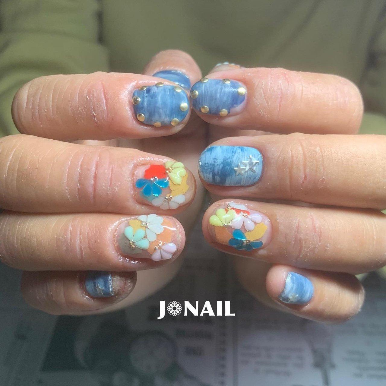 """•デニムにフラワー❁︎• いつも 完全お任せにしてくれるお客ちゃま♥ 今回はデニムと ペーパーパーツに しずくストーンでフラワー❁︎を(*ˊ˘ˋ*)♡ 可愛く仕上がりました❁︎❁︎❁︎ お気に召されたようで♥♥♥ ご予約はDM.LINE.Nailie.Nailbookにて受け付けております*˙︶˙*)ノ""""  @agehanails  @agehagel  @presto_official_nl  #GEL#NAIL#GELNAIL#gel#nail#gelnail #agehagel#Prestogel #naildesign#nailart #ジェル#ネイル#ジェルネイル#ジェルアート#ジェルデザイン#ネイルアート#ネイルデザイン#春ネイル#フラワーネイル#デニムネイル#スターネイル #女子#女子力 #モチベーションアップ #テンションあがるッ!! #大阪ネイル#堺市ネイル#堺市西区ネイルサロン #J❁︎NAIL #春 #オールシーズン #デート #女子会 #ハンド #フラワー #星 #デニム #マット #ショート #ネイビー #パステル #カラフル #ジェル #お客様 #★ぢゅん★ #ネイルブック"""