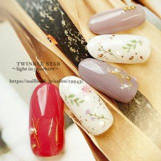 #春 #パーティー #デート #女子会 #ハンド #シンプル #ホログラム #ラメ #フラワー #ミディアム #ベージュ #ピンク #グリーン #ジェル #ネイルチップ #Twinkle Star Akiko #ネイルブック
