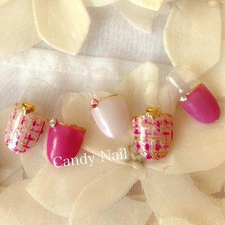 ハーフフレンチの ピンクが可愛い ツイードネイル♡  #大人可愛いネイル #ツイードネイル #春ネイル #オールシーズン #ハンド #千花 #ネイルブック