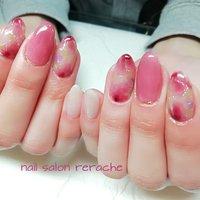 ピンクの大柄なニュアンスフラワーで春色の指先を♪ #春 #オールシーズン #デート #女子会 #ハンド #シンプル #フラワー #ミディアム #ホワイト #ピンク #ボルドー #ジェル #お客様 #fu-mi【Rerache】 #ネイルブック