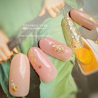 #オールシーズン #オフィス #パーティー #デート #ハンド #シンプル #ラメ #ワンカラー #ビジュー #星 #ミディアム #ピンク #ゴールド #ジェル #ネイルチップ #Twinkle Star Akiko #ネイルブック