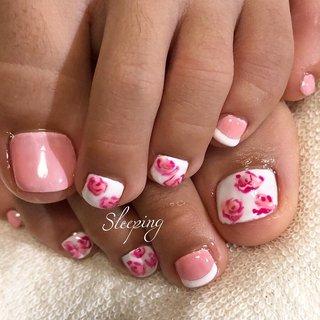 🌟 ・【#薔薇のデートネイル】 #お客様ネイル😊 #いつもありがとうございます❤️   ・ お客様の、 デザイン持ち込みアートです✨ ・ 今回も可愛らしく、【マカロンカラー】の入った『ピンク薔薇』のネイルです💕 ・ ・ お爪が欠けている部分が有り、 爪が巻いてしまう(巻き爪)恐れがある為、 【#巻き爪になりにくい】薄付きのジェルネイルを施しました‼️ ・ お爪、綺麗に伸びますように✨ ・ ・ ・ 今現在、 ジェルネイルのデザイン持ち込みアートはリピーター様のみとさせていただいております🙇♀️ ・ ・ #巻き爪になりにくい薄付きジェルあります‼️✨ ・ #自爪を削らず施術出来るジェルネイルあります‼️✨ ・ #足のジェルネイル #ジェルネイル #持ち込みアート #マカロンカラー✨ #ピンク薔薇 #キティーちゃんカラー #マイメロちゃんカラー ・ #埼玉県戸田市  #プライベートサロン  #フットケア #フットケアサロン #ネイル #パーティー #しろ #ピンク #デート #パーティー #ワンカラー #シンプルゴージャスねいる #バラ #フレンチ #party #pink #cutie #feminine ・ ・ ・ 🌱Sleeping🌿★MAMI #春 #ブライダル #パーティー #デート #フット #シンプル #フレンチ #ワンカラー #フラワー #ショート #ホワイト #ピンク #パステル #ジェル #お客様 #🌱Sleeping(スリーピング)🌿 #ネイルブック