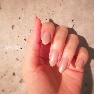 色んな場所で撮影すると、 色々見え方が変わってよいよい。  #myネイル  #セルフネイル  #オーロラヴェール    ---------------------  グレー ベージュ スモーキーカラー 得意です♪  お爪に優しいパラジェル使用。  サロン初心者の方でも安心✨ お肌に合うカラーをご希望に合わせてブレンド致します。  お気軽にご相談ください!  #春ネイル #muku #mukunail #ebisu #オフィスネイル #上品ネイル #大人シンプルネイル #大人ネイル #大人上品ネイル #大人の指先 #美爪 #パラジェル #para #オーダーメイドネイル #シンプルネイル #ネイルケア #恵比寿プライベートネイルサロン #隠れ家サロン #恵比寿 #恵比寿ネイルサロン #春 #オールシーズン #ハンド #ワンカラー #ミディアム #ジェル #セルフネイル #tomo #ネイルブック