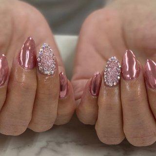 クリスタルピクシー♡  ストーンとクリスタルピクシーでキラキラに仕上げました♡  #ミラーネイル#大人ネイル#上品ネイル#ビジューネイル#クリスタルピクシー#クリスタルピクシーネイル#ワンカラーネイル#シンプルネイル#nails#gelnails#crystalpixie#横須賀ネイルサロンbraveryrose #春 #オールシーズン #バレンタイン #パーティー #ハンド #シンプル #ワンカラー #ビジュー #ミラー #クリスタルピクシー #ミディアム #ピンク #メタリック #ジェル #お客様 #Bravery Rose🌹 ブレイブリーローズ #ネイルブック
