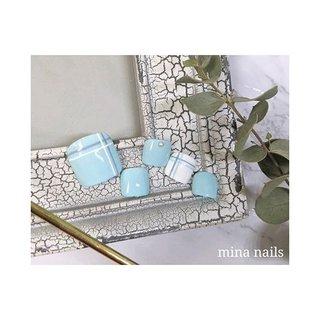 𐩘 ミントとホワイトのラインアートがさわやかです #春 #夏 #海 #リゾート #フット #シンプル #チェック #ホワイト #グリーン #ターコイズ #ジェル #ネイルチップ #mina nails #ネイルブック