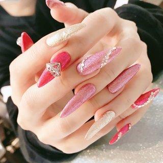 . . pink🐻💕💕 . . #ピンク#pink#pinknail#nails#ギャル#ギャルネイル#派手ネイル#ネイルデザイン#ラメ#トレンドデザイン#ロングネイル#ハンド #春 #夏 #ハンド #ラメ #ワンカラー #ビジュー #ロング #ピンク #ジェル #お客様 #IORI 🦋 #ネイルブック