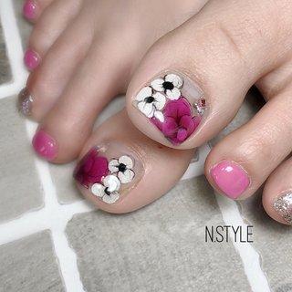 . 暖かくなってきたらフットネイルのシーズンですね!🌷✨ . フットネイルのスペシャルキャンペーン考えています😆👌 近日中にお知らせできるように準備中なのでしばらくお待ち下さいね❤️ . . #田川ネイルサロン#フットネイル#エアブラシアート#フットネイルデザイン #フラワーアート#フラワーネイル#ピンクネイル#春#春ネイル#春ネイル2020#ピンク#ピンクネイル#大人上品ネイル #春 #オールシーズン #リゾート #フット #フラワー #ホワイト #ピンク #ジェル #お客様 #N.Style #ネイルブック
