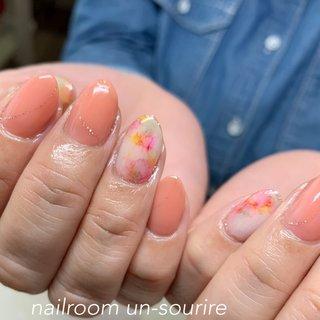 #春ネイル #ニュアンスネイル  #インクネイル #シンプル #ワンカラー #ニュアンス #ホワイト #ピンク #オレンジ #un_sourire #ネイルブック