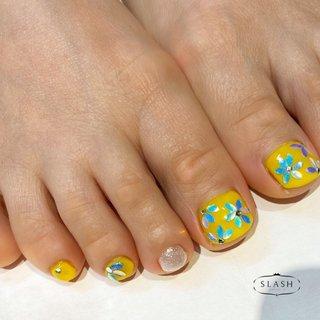 春のフットネイル✨ リーフホロをお花型にしたデザインです♪  #春#春ネイル#春ネイル2020#フット#フットネイル#黄色#イエロー#パステル#リーフホロ #春 #夏 #フット #ホログラム #フラワー #イエロー #ジェル #お客様 #slash_nail.tsukiyama #ネイルブック