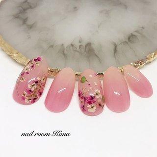 🌸Spring🌸 花びらネイル&押し花 ・ ・ ・ *.。.*゚*.。.*゚*.。.*゚*.。.*゚*.。.*゚ ・ nail room Kanaは、 【もち、つや、フォルム、丁寧なケア】にこだわってます。 ・お爪にコンプレックスがある方 ・深爪など矯正されたい方 ・ネイルのもちが悪い方 などなど、ぜひご相談下さい😊 ・ ゚*.。.*゚*.。.*゚*.。.*゚*.。.*゚*.。.*゚ ・ nail room Kanaは、 自宅の一室をサロンとしているホームサロンです。完全プライベート空間なのでゆったりと過ごして下さいね☺️ ・ ジェルネイルが初めての方も大歓迎です✨ ・ ゚*.。.*゚*.。.*゚*.。.*゚*.。.*゚*.。.*゚ ・ nail room Kanaは、 お客様の笑顔、喜んでいただく事のために努力は惜しみません! ・ お客様のご意見を大切にして、最後まで一緒にネイルを仕上げていきます😆 ・ 💓フォルム・ケア・お客様とのお時間💓をとーっても大切にしているので施術時間は長めなのはお許しください😓 ・ ゚*.。.*゚*.。.*゚*.。.*゚*.。.*゚*.。.*゚ ・ 3月の【ご予約可能日】 🈵になりました。 ありがとうございました😊 ・ ◆最新のご予約可能日時はブログにて随時更新してますのでご確認ください🙇♂️ ・ 【ご予約・お問合せ】 ◆blogの予約フォームから24時間受付中です🤗 (インスタのトップにURL有ります) ◆インスタからのお問合わせも大歓迎❤️ ◆LINE@🆔→@bcq2764h ・ お気軽にお問合わせください💖 ・ 東村山駅より徒歩10分 ・ 駐車場完備 ・ #ネイル #nail #ジェルネイル #自宅サロン #ホームネイルサロン #東村山 #所沢市 #小平 #東大和 #清瀬 #久米川 #東久留米 #秋津 #東村山ネイルサロン #所沢ネイルサロン #西武線 #西武池袋線 #西武新宿線 #西武国分寺線 #nailroomkana #ネイルルームカナ#花びらネイル #押し花 #春 #ハンド #グラデーション #押し花 #ピンク #ジェル #ネイルチップ #nail room Kana #ネイルブック