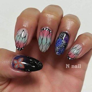 """Myネイル✨ . 久々アニメを見てから。。 ワタシのオタクが再発しまして😆 . 左手は「鬼滅の刃」の""""胡蝶しのぶ""""ネイルに🦋💖 親指と薬指は黒と紫のグラデーションにしたのに、お花とか飾りすぎてグラデが見えない結果に😅 残念!!!😂😭 . 飾る前のグラデーションのみでも可愛かったかも。。(2枚目) むしろそっちの方が胡蝶しのぶ感があったかも😗 . すぐに春ネイルにチェンジするかもなので 根元は浅めにしましたっ😁✨ . . ♡゚・。♥。・゚♡゚・。♥。・゚♡゚・。♥。・゚♡゚・。♥。・゚♡ . 約1ヶ月つけているネイル💅 お手元は常に目に入るので、 お気に入りのネイルをしてほしい❣️❣️ 安心して ご満足いただけるように💖 何でもご相談くださいませ☺️🤝 . ♡゚・。♥。・゚♡゚・。♥。・゚♡゚・。♥。・゚♡゚・。♥。・゚♡ . ▼▼▼▼▼▼▼▼▼▼▼▼▼▼▼▼▼▼▼▼ ネイルサロン N nail 💅💕 【毎回ジェルオフ無料!!】 . 井高野駅 徒歩3分✨ 相川駅 徒歩15分✨ . 💅営業時間 10:00~17:00(最終受付14:00) 🍀定休日  日祝日 🅿️駐車場あり . ご予約受付中💓 インスタからご予約可能です♪ ↓↓↓↓ @nnail_itakano ▲▲▲▲▲▲▲▲▲▲▲▲▲▲▲▲▲▲▲▲ . . #nail#ネイル#ジェルネイル#ネイルデザイン#ネイルアート#キャラクターネイル#鬼滅の刃ネイル#胡蝶しのぶネイル#春ネイル#冬ネイル#大人ネイル#自宅ネイルサロン#Nnail #丁寧なネイルケア#自爪を削らない#自爪に優しい#ネイルケア#フィルイン#ベース一層残し#大阪市 #東淀川区 #井高野 #井高野ネイルサロン #吹田ネイルサロン#相川ネイルサロン#正雀ネイルサロン#上新庄ネイルサロン#守口ネイルサロン#淡路ネイルサロン #オールシーズン #ハロウィン #ハンド #キャラクター #痛ネイル #ミディアム #ホワイト #ピンク #水色 #ジェル #セルフネイル #N nail #ネイルブック"""