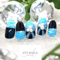 Daily nail designs. ネイビー×青空のような鮮やかな水色。で、春ネイルデザイン。 ・ テラコッタテクスチャーで斬新なリボンを🎀。パールとの相性がおもしろいデザインです。 ・ 今年の春は個性的なネイルでおしゃれに差をつけてみませんか😎🎀 ・ ご予約承っております♪  #nail #nails #nailart #fashion #fashionnails #beauty #大人ネイル #春ネイルデザイン #coolnails #naildesigns #ayanailz #春 #オールシーズン #バイカラー #リボン #ホワイト #水色 #ネイビー #ジェル #ネイルチップ #AYA #ネイルブック