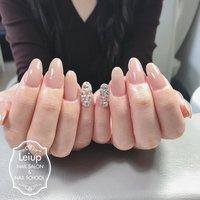 使用カラー . maogel  #ゾージュ  人気のマオジェル カラーは、透け感を重視し手元が1番綺麗に見えるよう施術させていただきます!✨入手困難で大人気のマオジェル は、全カラー、もちろんトップとベースも取り揃えております。 . レイアップネイルのこだわり✨ . ジェルの前に丁寧な甘皮ケアと、爪の横の固くなった角質をマシンケアでツルツルふわふわに仕上げさせていただきます❣️ 甘皮ケアも指先の角質ケアも通常のジェルメニューにすべて含まれていますので、ジェルをしながら手先のアンチエイジングが叶いますよ❗️ また、リピーターのお客さまは、みなさま自爪が強くなったので折れなくなり、縦長の綺麗な爪に変わっていくのを実感していただいています! . パーフェクトフィルイン採用で、アセトンを使わず爪に優しいジェルです。持ちがいいので、ジェルが取れるたびに自爪がペラペラになるという悩みは無くなります。 ワンランク上の上質ジェルコースをぜひご体感ください! . お仕上げに使うオイルやクリームにもこだわり、お客様の手に1番良いものをご提供しています。 #グロウンケアオイル #growncare  美爪に生まれ変わり、綺麗になるお手伝いをさせていただきます❣️ . ご予約は24時間ネット予約受付しています❗️ ↓↓ . reserva.be/leiup . プロフィールのURLより受付中! オフィシャルLINEでも受付しています。@pil5125u . 【レイアップネイルサロン&スクール】 大阪狭山市駅 徒歩約3分 大阪狭山市役所近く、半田郵便局よこです。 完全予約制。 ハンドケア、深爪矯正も大歓迎です。    #大阪狭山市 #パーフェクトフィルイン #富田林市 #駅近 #オフィスネイル #フィルイン #ハンドケア重視 #シンプル #マオジェル #maogel導入サロン大阪 #パーフェクションマニキュア #ハンドエステ #ハンドスパ #ネイルスクール #爪噛み #深爪 #長持ちネイル #アセトンを使わない #爪に優しいジェル #深爪ラボ #持ちの良いネイル #大阪狭山市ネイルサロン #一層残し #Leiup nail #ネイルブック