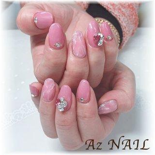 ピンクの大理石×ラメ入りピンクにビジュー♪ #春 #オールシーズン #パーティー #デート #ハンド #ラメ #ビジュー #タイダイ #大理石 #ミディアム #ピンク #ジェル #お客様 #YUKI*141 #ネイルブック