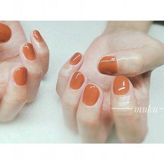 ビターオレンジのような、ライトブラウンのような 曖昧なカラーでお洒落な爪先になりました♪  #ショートネイル   ---------------------  グレー ベージュ スモーキーカラー 得意です♪  爪に優しいパラジェル使用。  お色選びにお困りの方にも♪ お肌に合うカラーをご希望イメージに合わせてブレンド致します✨  お気軽にご相談ください!  #春ネイル #muku #mukunail #ebisu #オフィスネイル #上品ネイル #大人シンプルネイル #大人ネイル #大人上品ネイル #大人の指先 #美爪 #パラジェル #para #オーダーメイドネイル #シンプルネイル #ネイルケア #恵比寿プライベートネイルサロン #隠れ家サロン #恵比寿 #恵比寿ネイルサロン #オールシーズン #ハンド #ワンカラー #ショート #オレンジ #ブラウン #ジェル #お客様 #tomo #ネイルブック