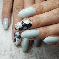 いつもありがとうございます♡♡ 私の爪に落書きしてあったフラワーを 気に入ってもらえてON🙌❤❤❤ 夜のお花みたいで綺麗かった⸜︎︎︎︎❤︎︎⸝ Flowerのワンポイントアートに 淡い水色のワンカラーは 春にピッタリでした😊❤  着物にも…合いそう( º﹃º` )   #水色ネイル #ミントブルー #夜桜ネイル #桜ネイル #フラワーネイル #フラワー #シンプルネイル #春デザイン #着物ネイル #美フォルム #くすみカラー #春 #オールシーズン #卒業式 #入学式 #ハンド #シンプル #ワンカラー #フラワー #水色 #ブラック #スモーキー #ジェル #お客様 #chie3 #ネイルブック