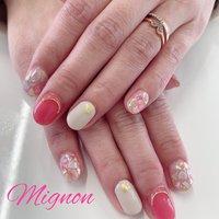 持ち込みデザイン💅🏻 お客様のお持ち込み頂いたデザインを素にしました✨ 春らしいカラーとデザインで素敵です💕 #オールシーズン #ハンド #ワンカラー #シェル #ホワイト #ピンク #ジェル #Mignon #ネイルブック