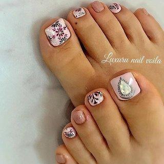 ". . ""flower embroidery art.."" . footnailも楽しい季節だね❤︎ . #luxurynailvoila  #makihorita #nailartist  #japannails  #tokyonails  #jelnail  #footnail  #footjelnail  #embroideryart  #handdrawing  #nail  #nails  #naildesign  #nailart  #nailswag  #ラグジュアリーネイルヴォアラ #小岩ネイル #小岩ネイルサロン #春ネイル  #春コーデ  #フットネイル  #刺繍アートネイル  #手描きネイル  #春フットネイル  #オシャレネイル #ファッションネイル  #ネイル  #ネイルデザイン  #ネイルアート  #大人可愛いネイル #Nailist maki #ネイルブック"