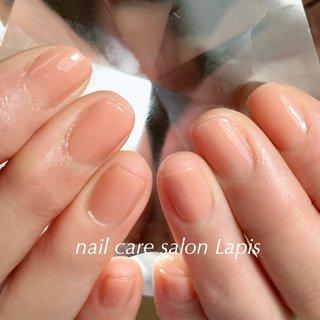 ポリッシュ(マニキュア)仕上げです。 . ナチュラルなベージュピンク オフィスネイルです♪  海老名ネイルケアサロン ラピス 自爪育成ネイルケア®︎士 ミナです。 .  お客様1人1人に添った 自爪の健康と育成を考えたネイルケアを 提供しております。 . 当店の自爪育成ネイルケア®とは 甘皮は切らず、甘皮と爪の間から 伸びている角質(ルースキューティクル)を 定期的に取り除き、良質なオイルを塗布することで 爪の育成を促進させます。 . . .  #自爪育成ネイルケア®︎士 #自爪育成 #自爪育成ネイルケア®︎協会 #『爪健美道®︎』 #海老名ネイルケアサロンラピス #足裏角質除去 #足裏ケア #巻爪緩和 #美しい爪 #健康な爪 #nail #ポリッシュ #polish #爪健美道 #ケアカラー #爪を護る #肌を護る #自然派 #ナチュラルネイル #11月22日オープン #オフィスネイル #ショートネイル #美爪 #美爪育成 #海老名ネイルケアサロンLapis #ラピス #海老名プライベートネイルケアサロンLapis #海老名自爪育成Lapis #オールシーズン #オフィス #デート #女子会 #ハンド #シンプル #ワンカラー #ショート #クリア #ベージュ #ピンク #マニキュア #お客様 #mina37lapis #ネイルブック
