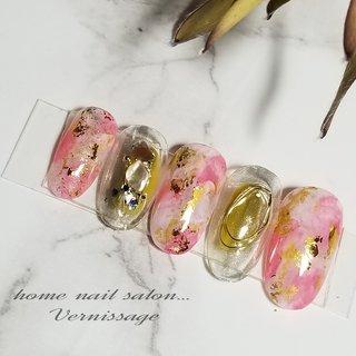 #ニュアンスネイル 甘めのピンクに大人シックなカラーの#うぐいす色 #塗りかけデザイン #ハンド #タイダイ #ニュアンス #ミラー #ワイヤー #ホワイト #ピンク #アースカラー #vernissage_nail #ネイルブック