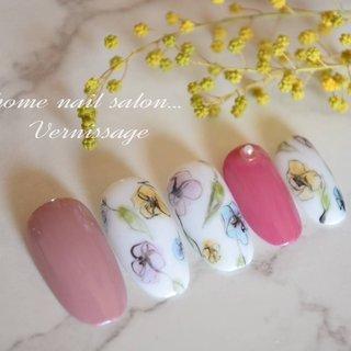 #tati先生デザイン #お花ネイル #水彩画風アート #ハンド #フラワー #ホワイト #ピンク #vernissage_nail #ネイルブック